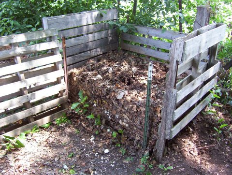 Diy diva composting bins for under 20 broke ass stuart - Como hacer un gallinero ...