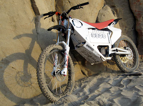 zero-x zero x s dubai sand dune bike photo